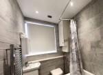 Flat 4 - bathroom up